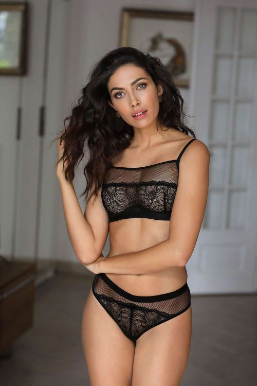 Soft bra with underwire and toule