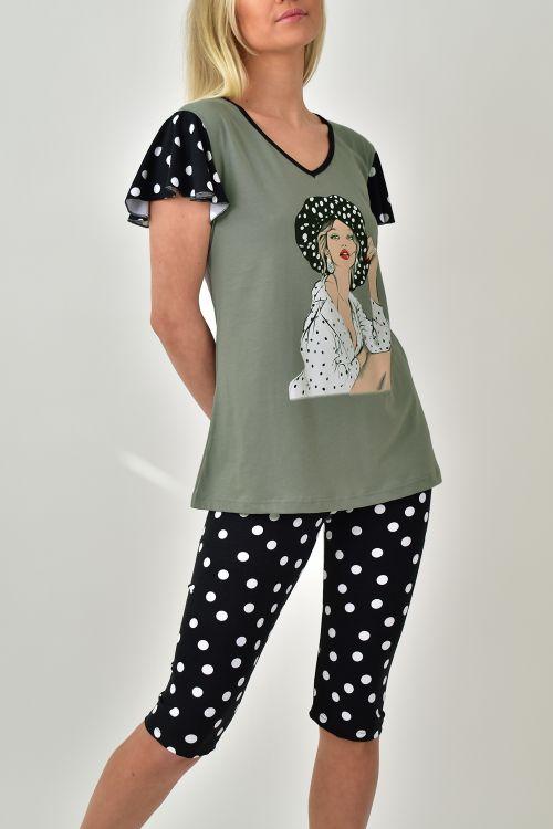 Πυτζάμα σετ με καπρι παντελόνι και τύπωμα στη μπλούζα