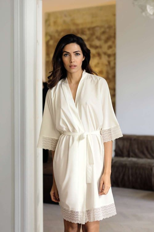 Dressing gown with lace