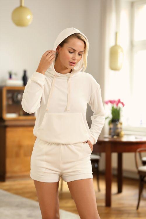 Σετ hoodie με shorts σε απαλό βελούδινο ύφασμα