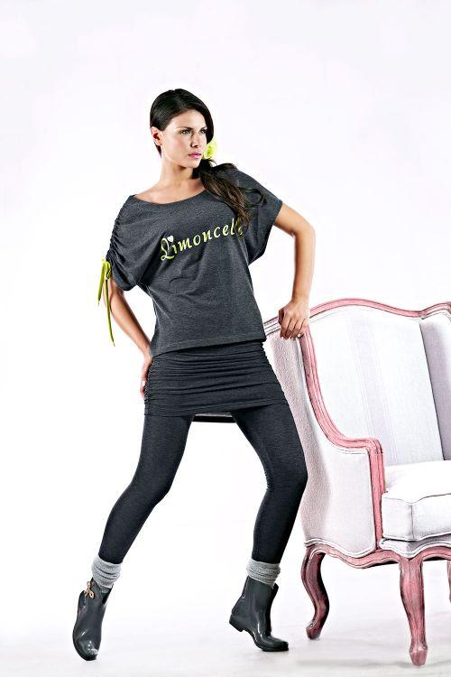 Σετ μπλούζα με μανίκια ρεγκλαν, κολάν με ραμμένη φούστα σε βαμβακερό φούτερ.