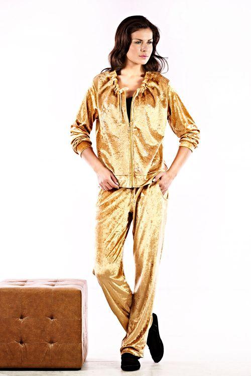 Βελούδινη φορμα σετ με σούρα στο λαιμο και άνετο παντελόνι